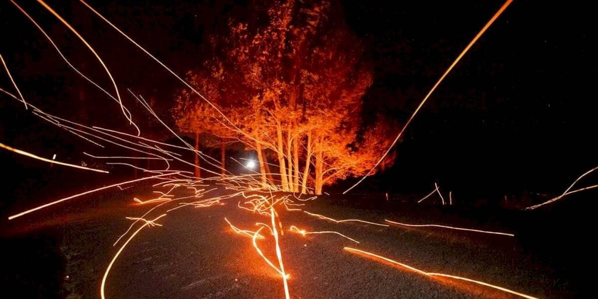 Californianos se enfrentan a vientos, fuegos y apagones