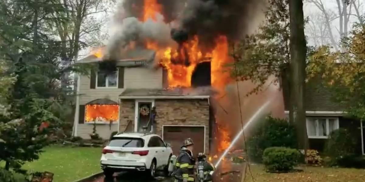 (VIDEO) Avioneta se estrelló contra casas en New Jersey y provocó incendios