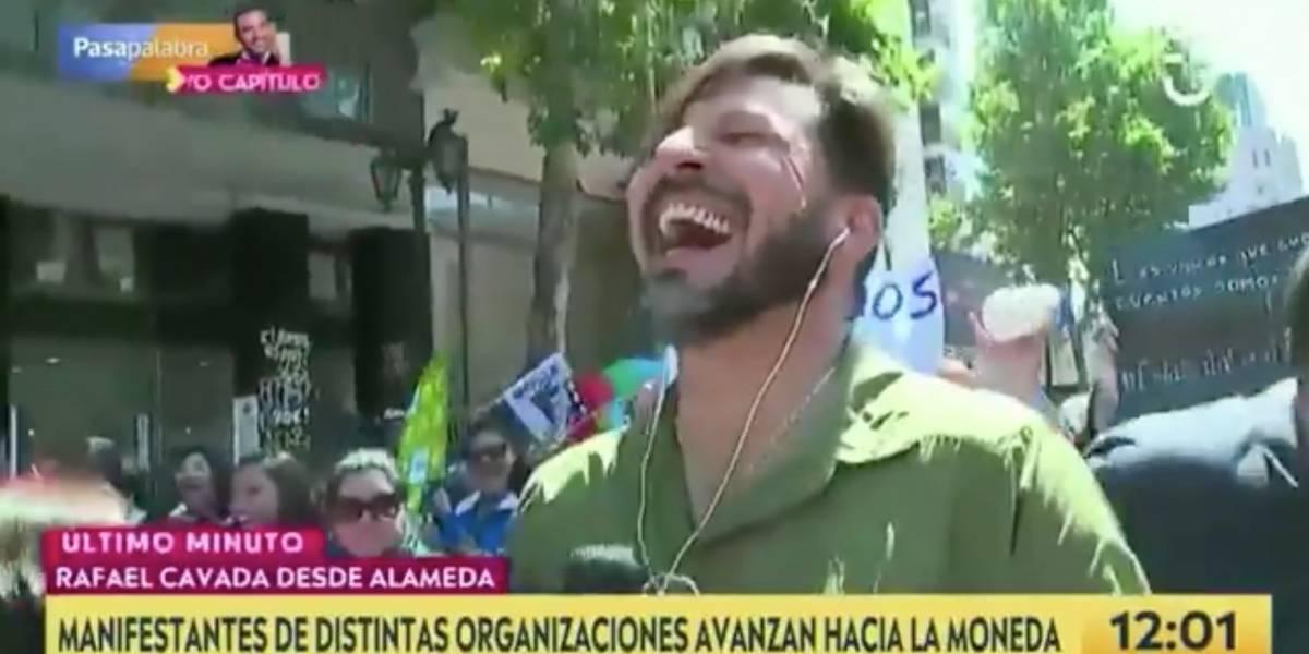 """""""Tú no me interesai'"""": Rafael Cavada se enfrentó a manifestante en Plaza Italia y le bajó el perfil al perdigón que recibió en protesta"""