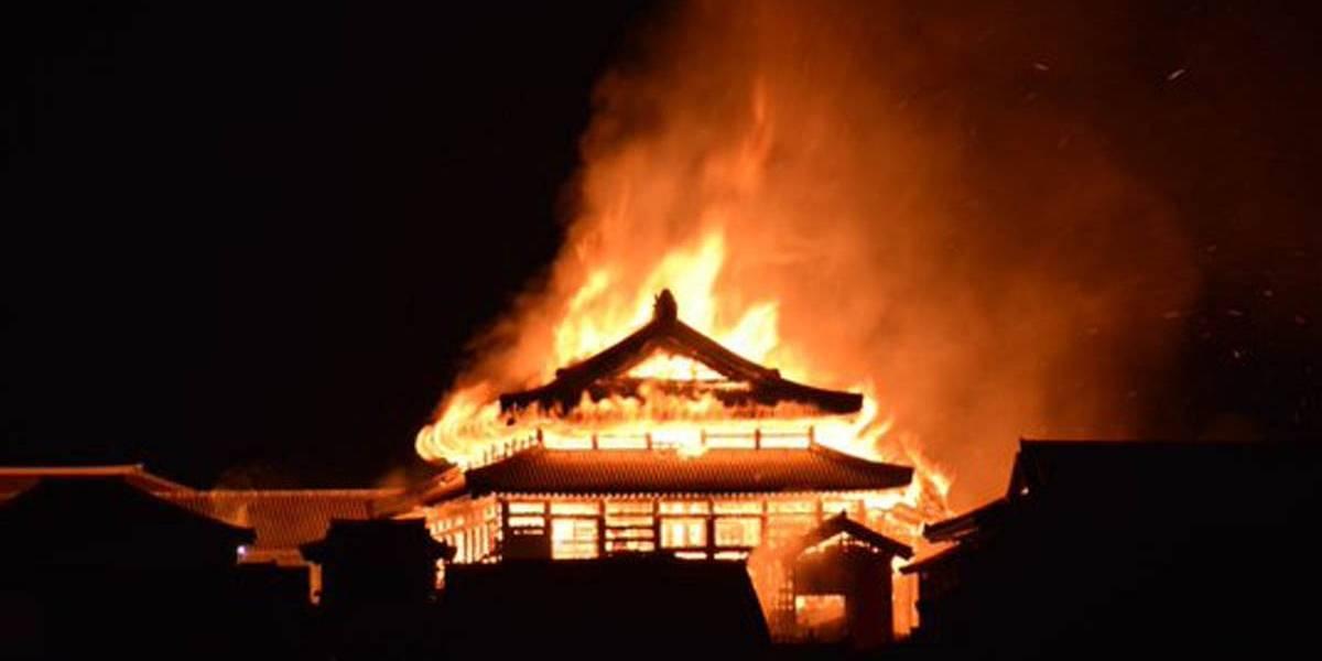 Entrada do salão do Castelo de Shuri estava fechada no momento do fogo