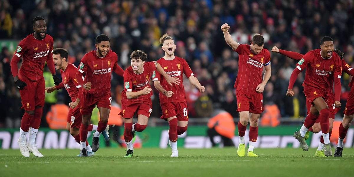 Após histórico 5 a 5, Liverpool bate Arsenal nos pênaltis na Copa da Liga Inglesa