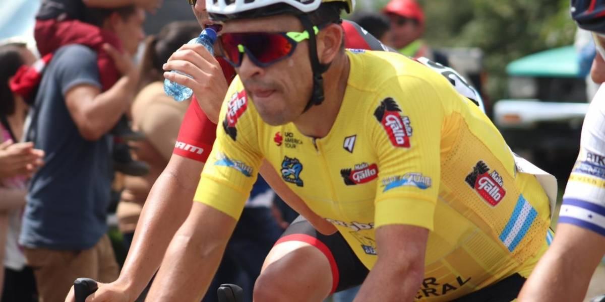 Entre riscos y ponchos se desarrolla la octava etapa de la Vuelta Ciclística