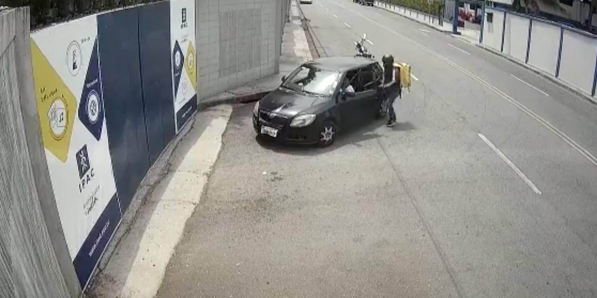 Supuesto repartidor delivery protagonizó robo a una mujer en la vía a Samborondón