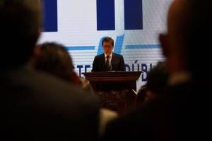 El embajador de EE. UU., Luis Arreaga, dirige un discurso en el MP.