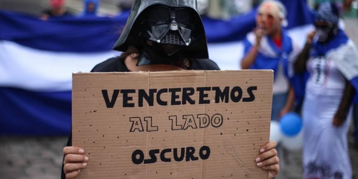 """FOTOS. Con máscaras y disfraces, nicaragüenses protestan contra el gobierno en """"Marcha de la Burla"""""""