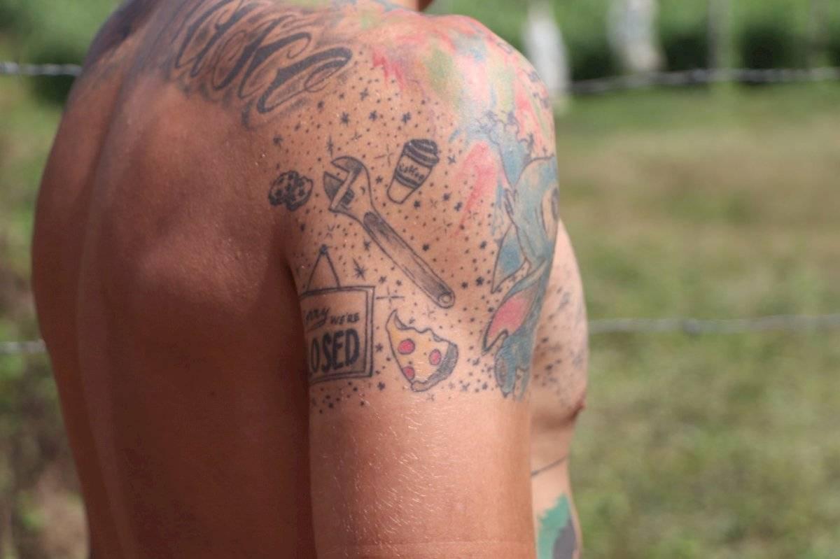 Luis López y sus tatuajes en la Vuelta Ciclística