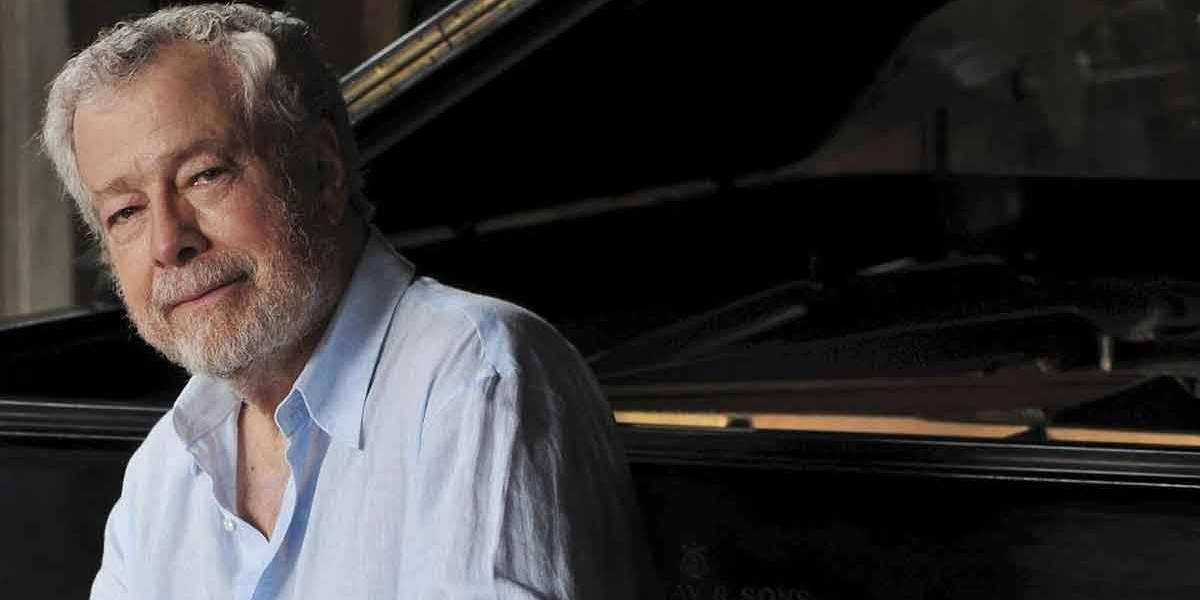 Pianista Nelson Freire tropeça em calçadão no Rio, sofre fratura no braço e cancela concertos