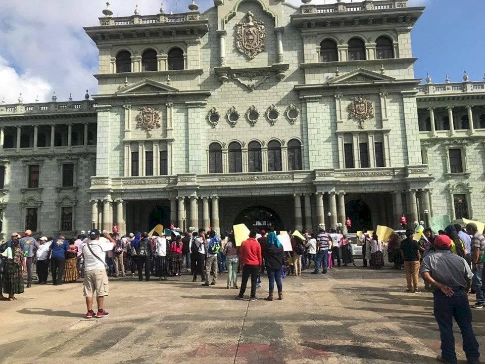 Pobladores de El Estor manifiestan en favor de la minería. Foto: Adrián Soto