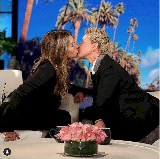 ¡El tremendo beso de Jennifer Aniston con Ellen DeGeneres!