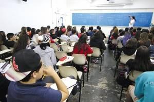 https://www.metrojornal.com.br/foco/2020/09/18/ensino-medio-tem-melhora-mas-ainda-nao-passa-de-ano.html
