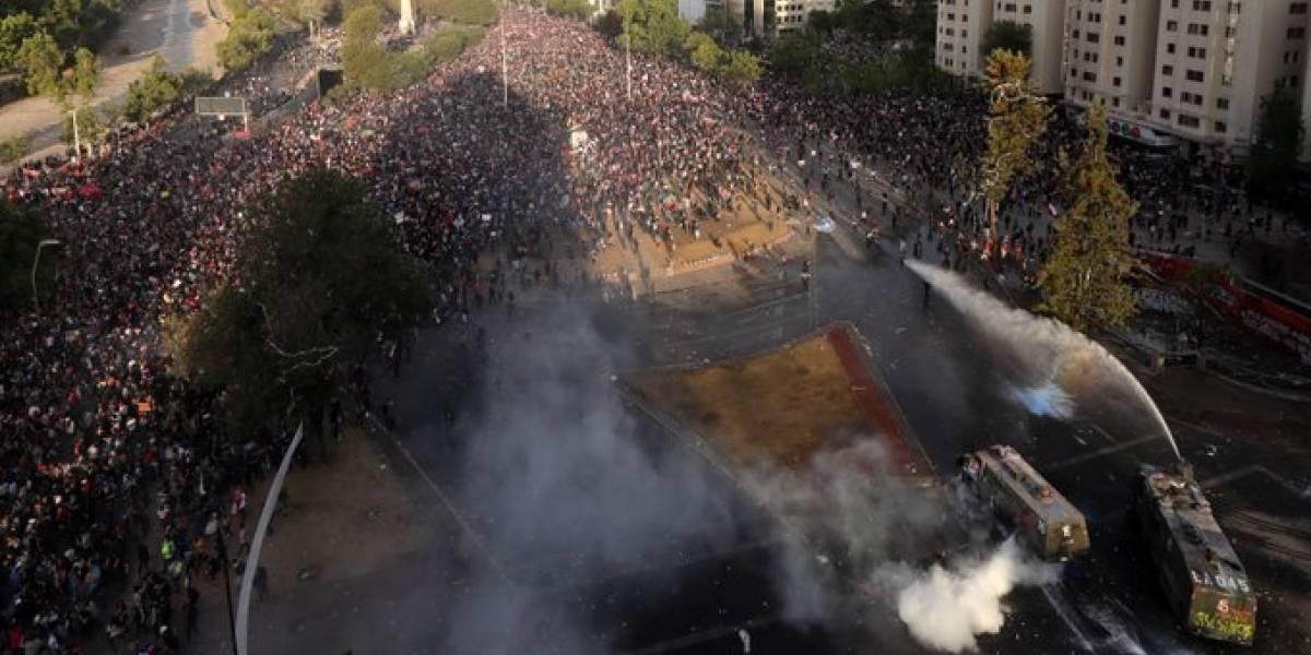 Norte, centro y sur de Chile siguen movilizados: segunda semana del estallido social saca a miles a las calles
