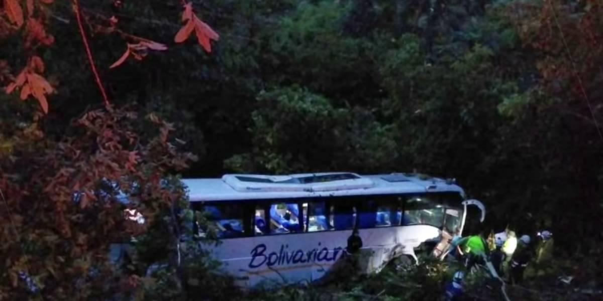 Bus de venezolanos cayó a un abismo y una pequeña perdió la vida