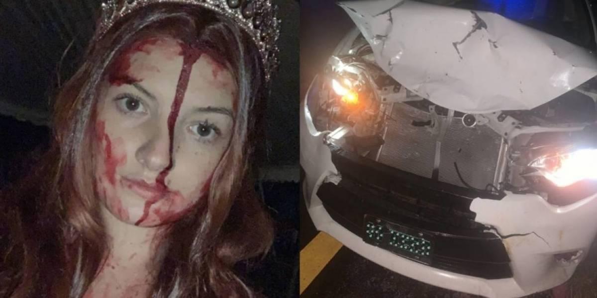 Mujer sufre accidente disfrazada de Carrie con sangre falsa y espanta a paramédicos
