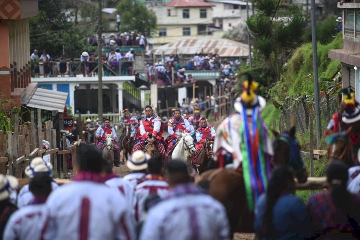 Se llevó a cabo la ancestral Carrera de Cintas en Todos Santos Cuchumatán, Huehuetenango. Edwin Bercián