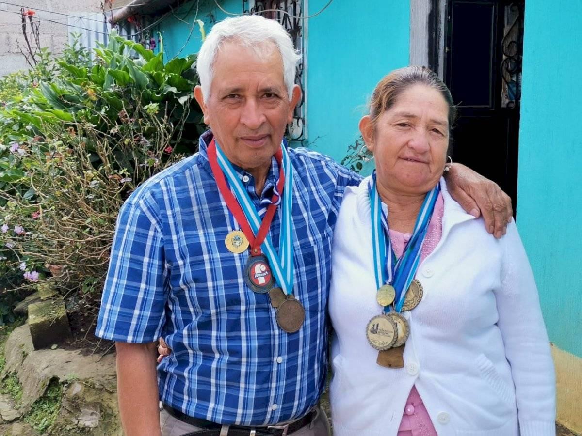 Foto Jaime Soc (Emisoras Unidas) | Familia de Manuel Rodas | Emisoras Unidas y Publinews estuvieron en la cada de los padres de Rodas en La Esperanza, Quetzaltenango