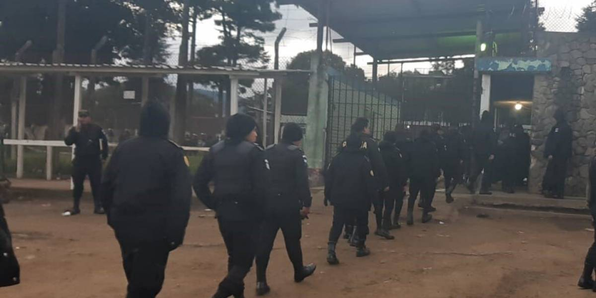 Autoridades realizan una inspección en el interior de la cárcel de Cantel