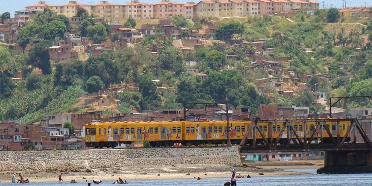 Trens colidem e deixam feridos em Salvador