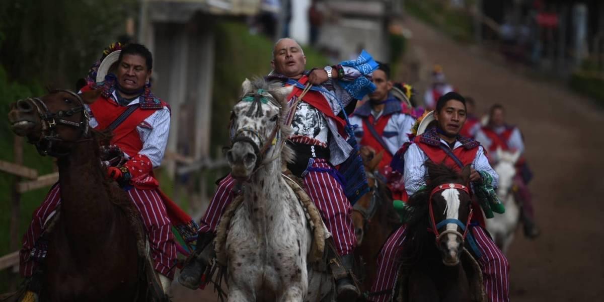 EN IMÁGENES. Realizan ancestral Carrera de Cintas en Todos Santos Cuchumatán