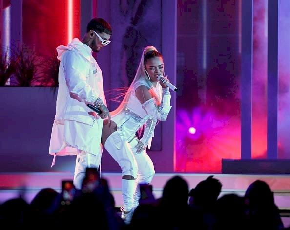 Anuel y Karol G durante concierto en Las Vegas, 2019 Getty Images