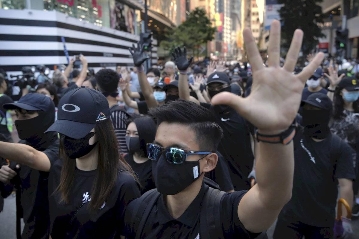 Manifestantes en Hong Kong desafían la prohibición de portar máscaras