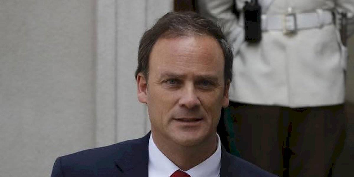 """""""El país no da más de abusos"""": oposición acusa a Felipe Ward de """"mentir descaradamente"""" al destacar compromiso de Piñera con los DDHH"""