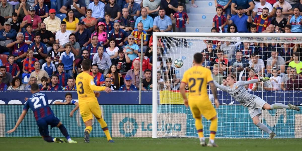 Barcelona sufrió una decepcionante derrota ante Levante con Arturo Vidal entre sus titulares
