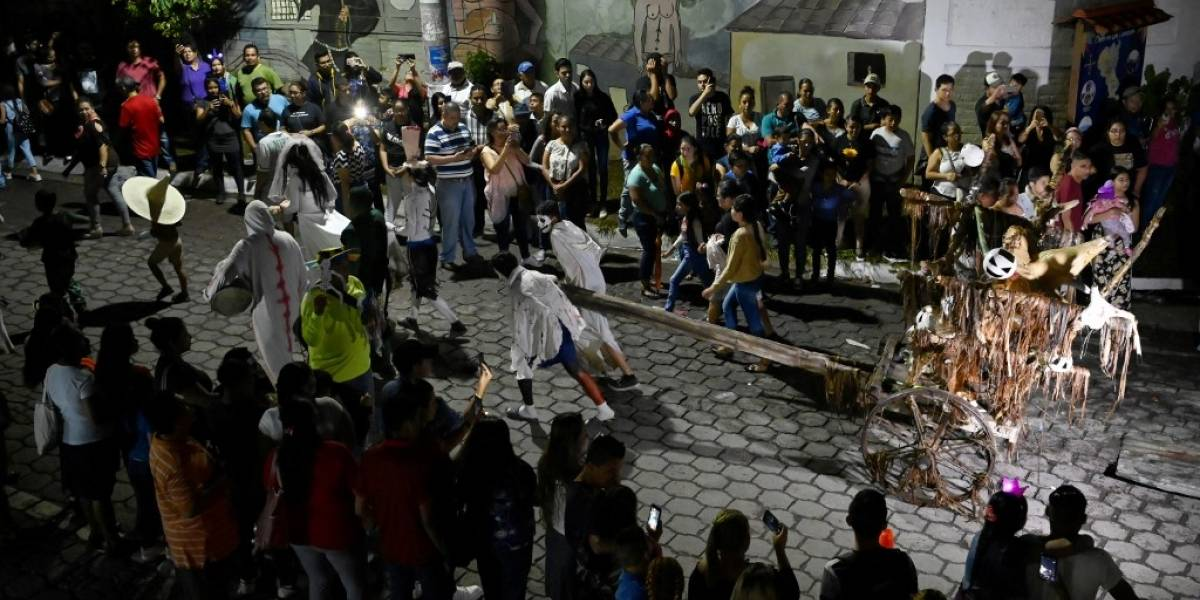 VIDEO. La fiesta de la Calabiuza se impone a Halloween en El Salvador
