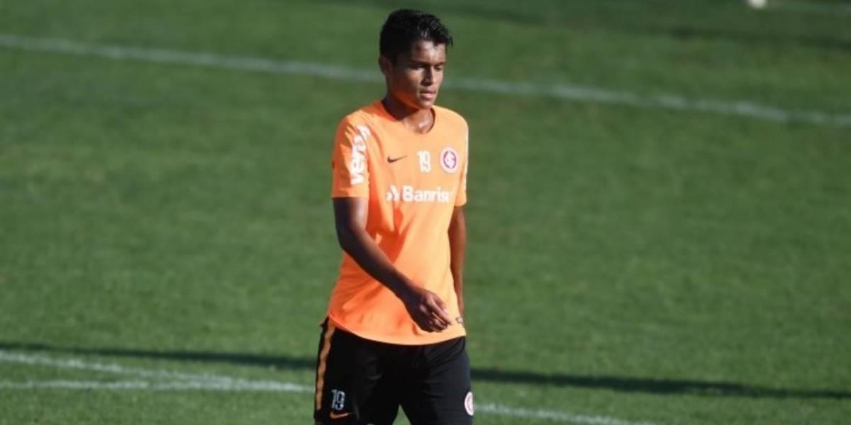 Futbolista guatemalteco se entrena con el equipo mayor del Inter de Brasil
