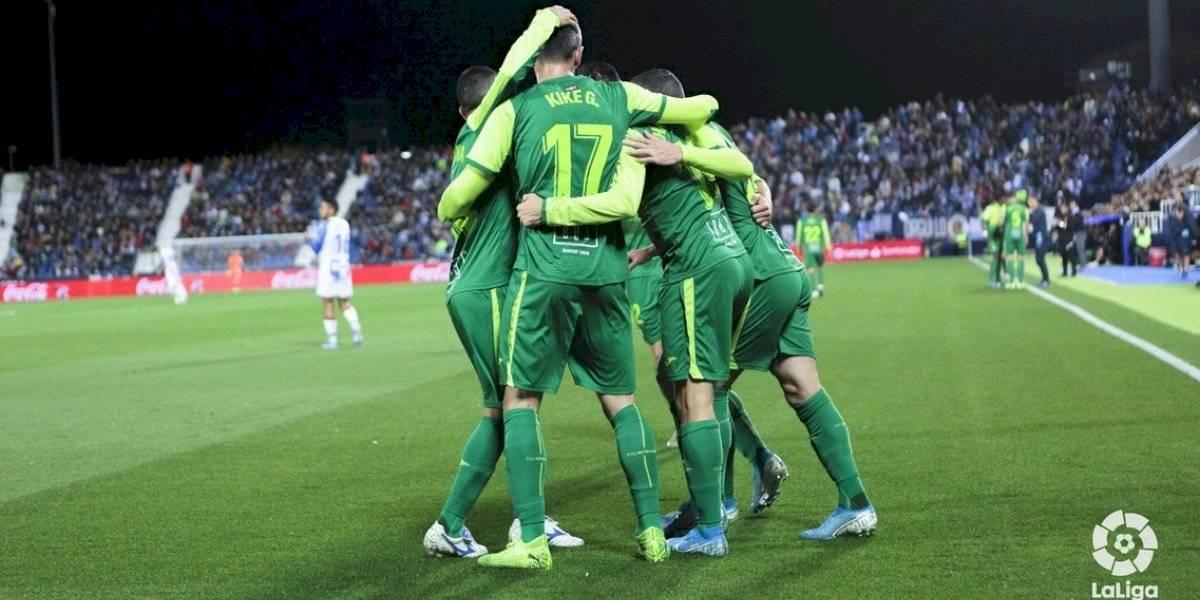 Eibar respira en la Liga Española gracias a un brillante Fabián Orellana