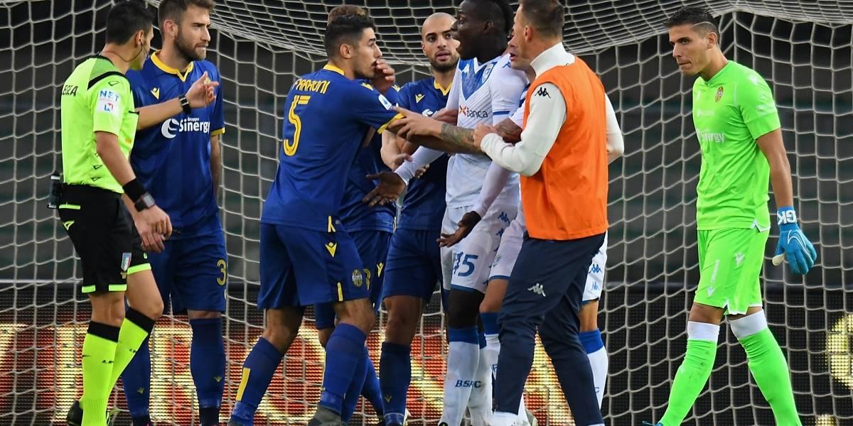 (VIDEO) Mario Balotelli amenazó con abandonar el Verona-Brescia por cánticos racistas