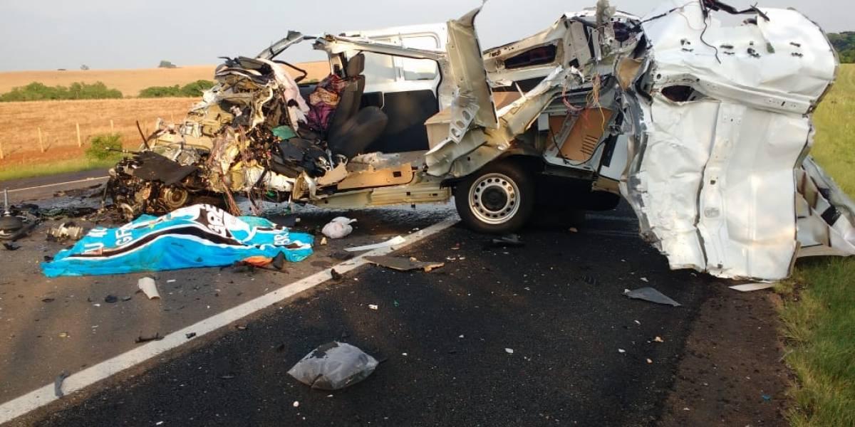 Acidente com ônibus de torcedores do Grêmio deixa um morto e 46 feridos