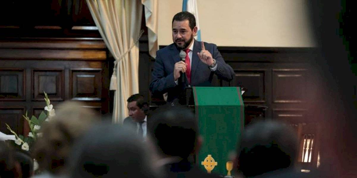Jimmy Morales asiste a servicio de celebración de Iglesia Evangélica Presbiteriana Central