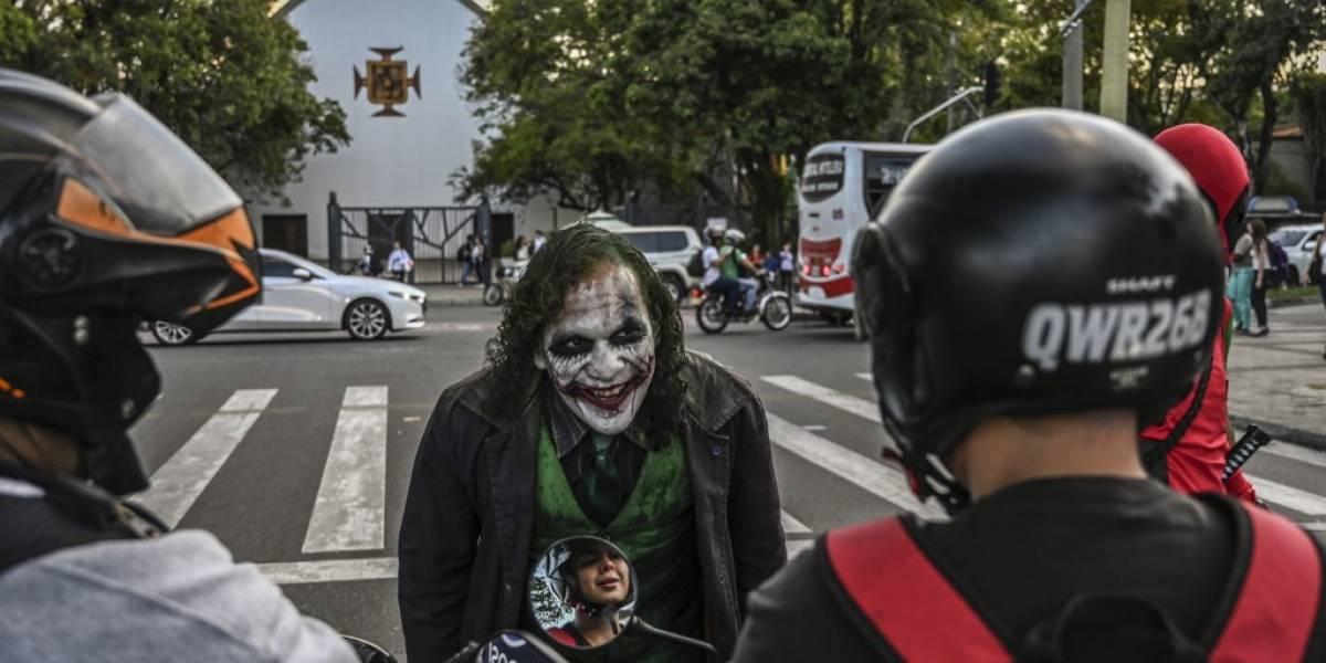 """VIDEO. El venezolano que huyó del crimen para ser un """"Joker"""" en Colombia"""