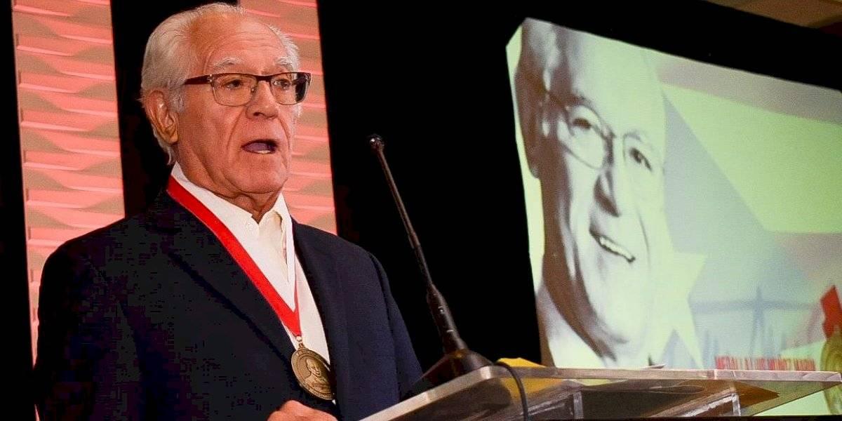 PPD reconoce a exsecretario de Hacienda con medalla Luis Muñoz Marín