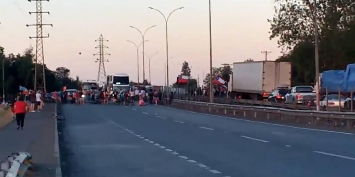 Estallido social no descansa: Rutas 5 Sur y Norte fueron cortadas en pleno regreso de fin de semana largo
