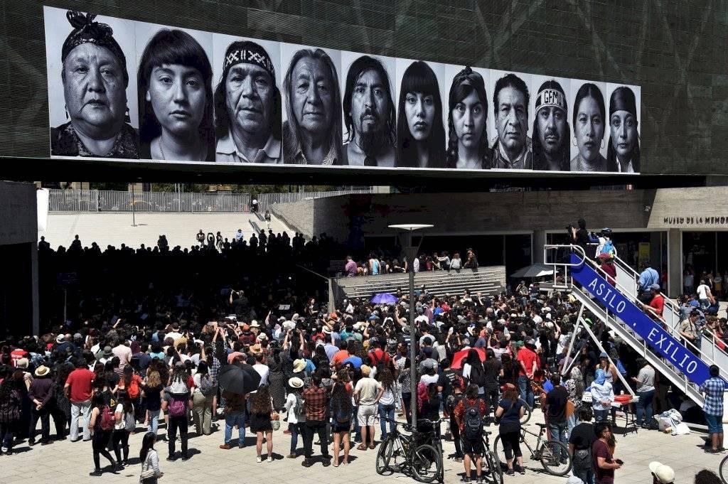 Chilenos protestan con arte