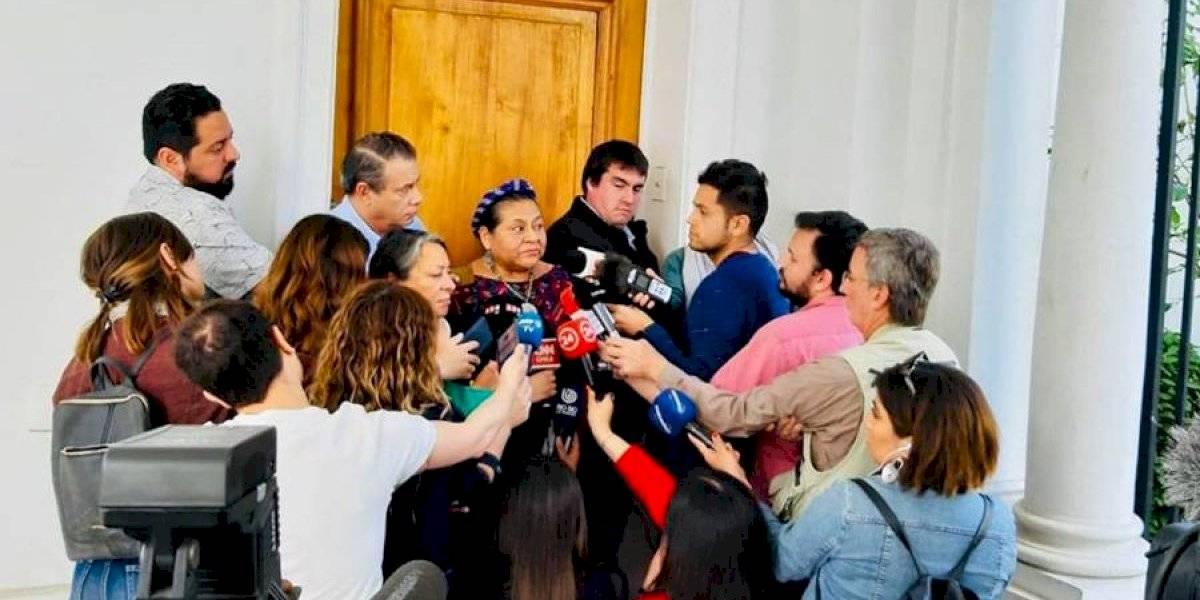 VIDEO. Rigoberta Menchú llega a Chile para solidarizarse y para conocer denuncias por abusos