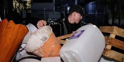 En total fueron detenidos 23 franeleros por secuestrar el espacio público y se retiraron un centenar de objetos con los cuales tenían bloqueado el espacio