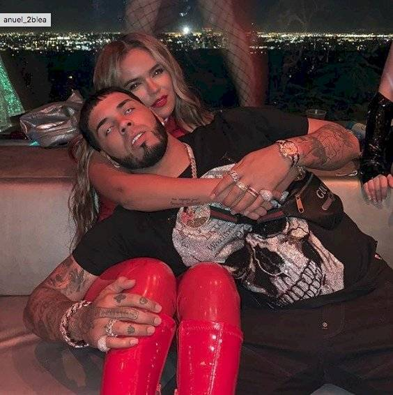 Anuel AA es destrozado por su comprometedor video con strippers