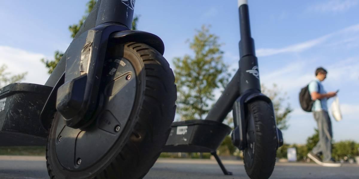 ¿Cómo funcionaría esta medida en Santiago? Singapur castigará hasta con cárcel a quienes usen scooters eléctricos por la vereda