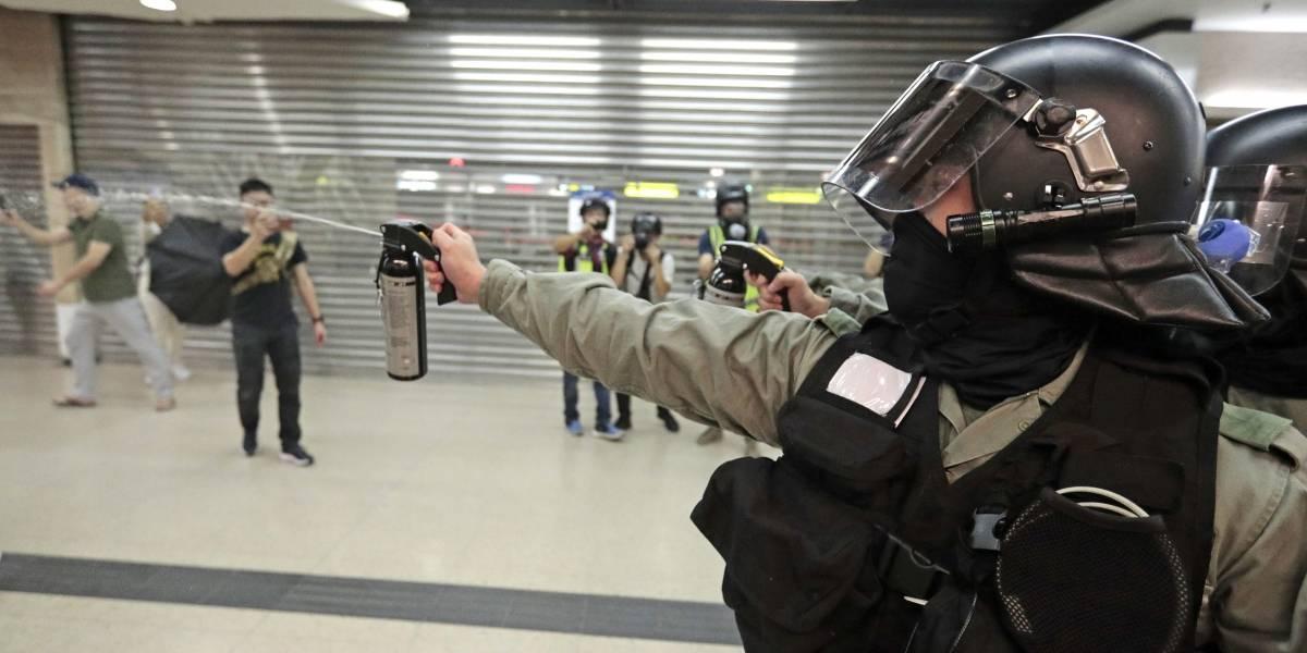 Apuñaló a dos personas y le mordió la oreja a otra: detienen a atacante de las protestas de Hong Kong
