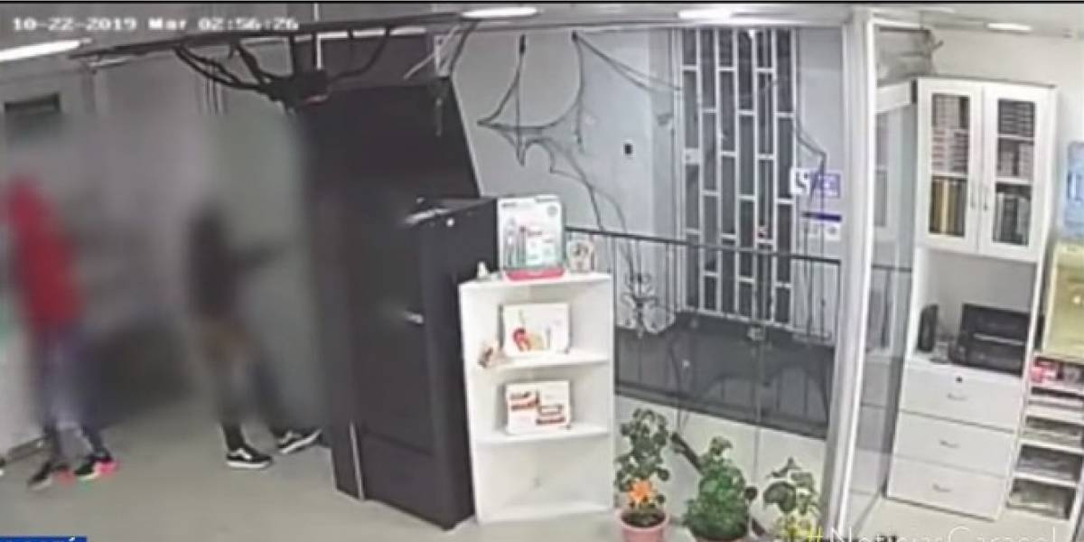(Video) Asaltan centro odontológico y amordazan a empleados en Bogotá