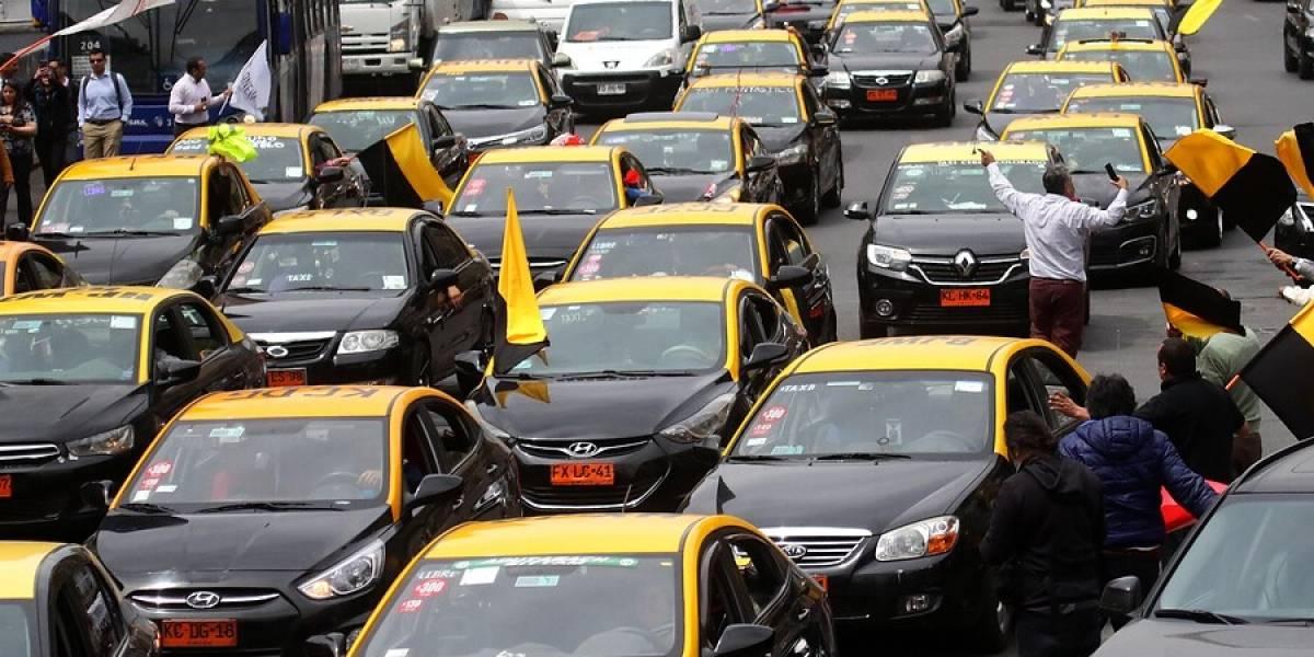 Taxistas hace manifestación y exigen renuncia de ministra de Transportes: Súmense a la lista