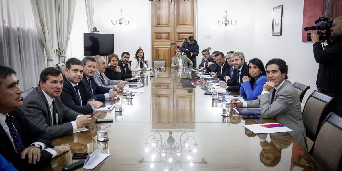 Chile Vamos reitera que lo importante es agenda social y no nueva Constitución: ¿Si hacen las dos cosas pedirán aumento de sueldo?