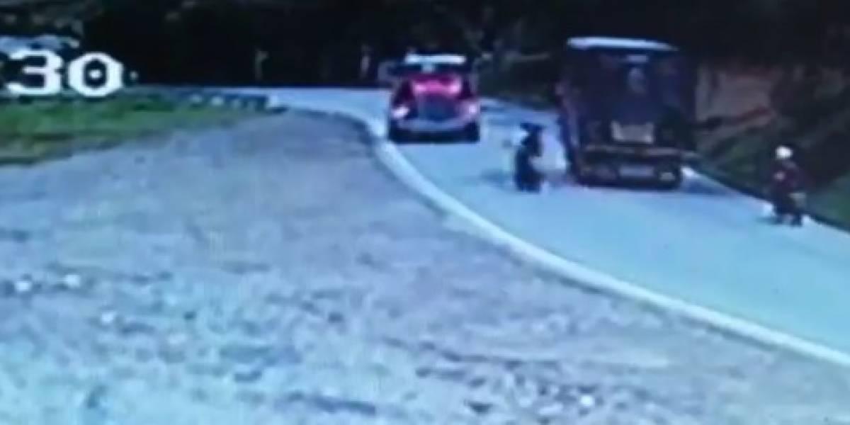 De milagro se salvaron dos motociclistas de un accidente en Santander
