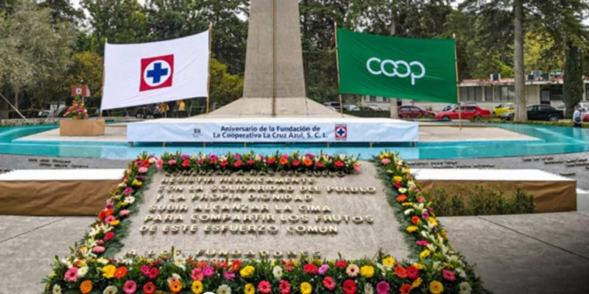 Guillermo Álvarez Cuevas conmemora aniversario 88 de Cruz Azul