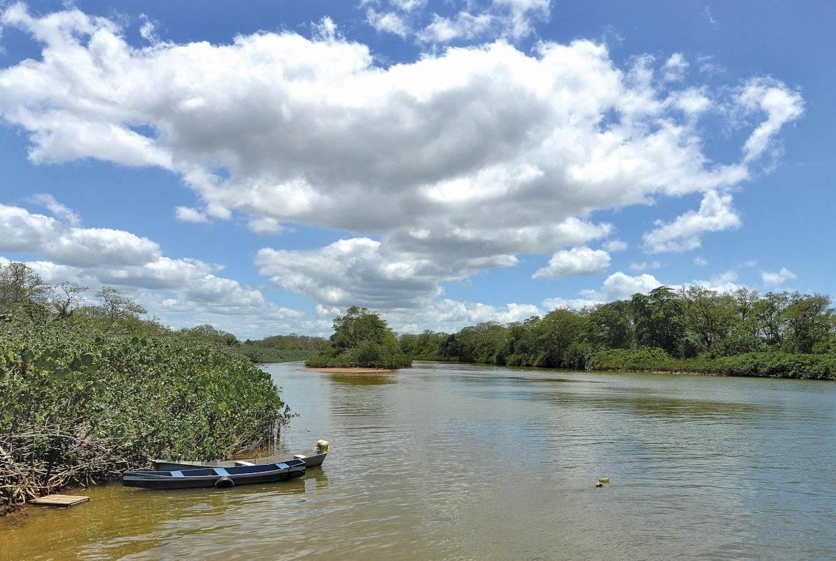 Foz do rio Doce, em Regência