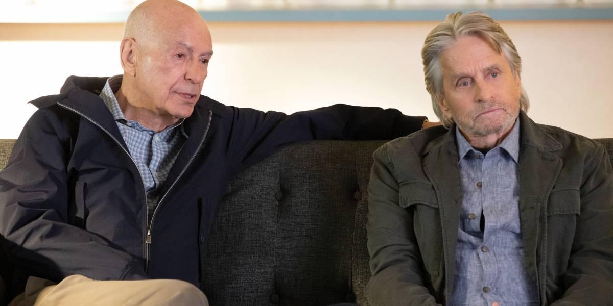 Alan Arkin e Michael Douglas mantêm sintonia em nova temporada de 'O Método Kominsky'