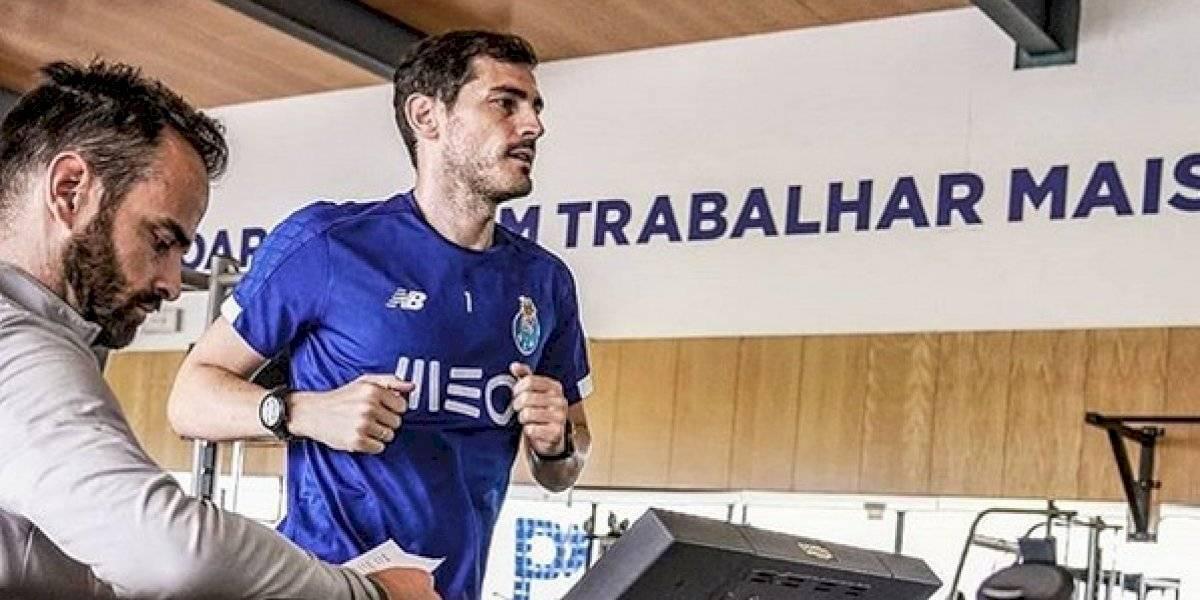 Iker Casillas vuelve a ponerse los 'tachones' de futbol