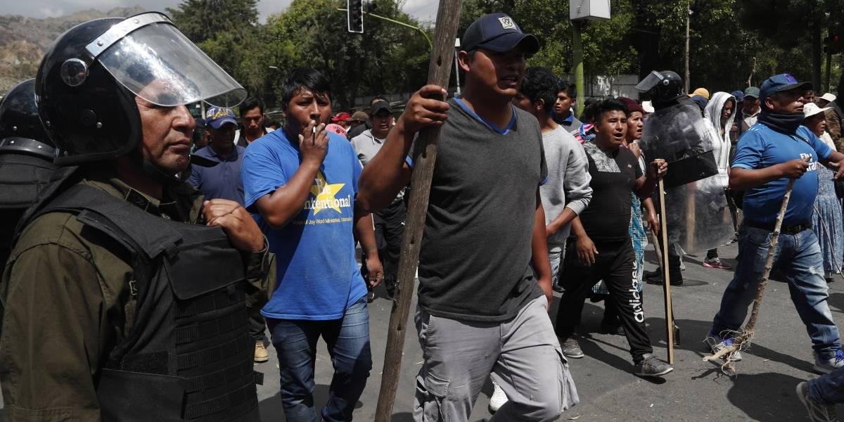 Casi lo lincharon en La Paz: líder opositor no pudo salir del aeropuerto por adherentes a Evo Morales